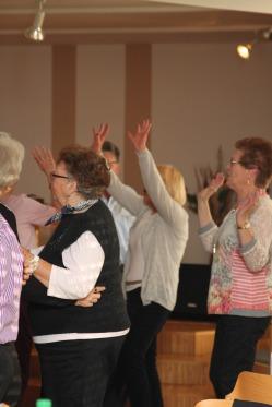 tanztee_seniorenhilfe_elisa-walker_033