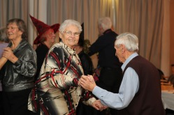 tanztee_seniorenhilfe_elisa-walker_048